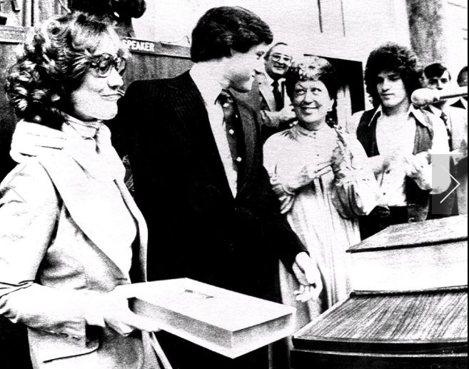 Age: 31, 1979, Rodham becomes the First Lady of Arkansas as her husband Bill is sworn in as Governor.