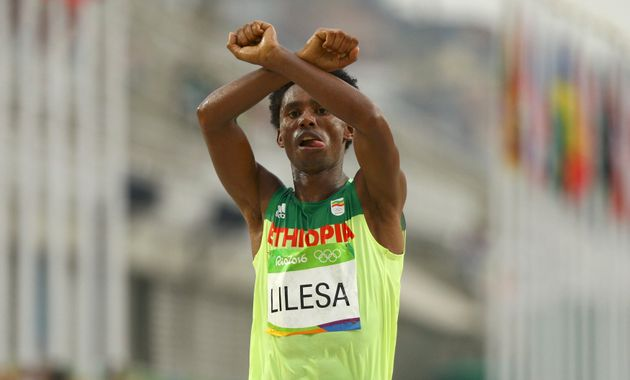Ethiopia Olympian Feyisa Lilesa Protests Government With Marathon