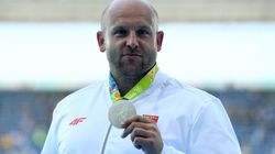 He's Selling His Rio Silver Medal To Help A 3-Year-Old With