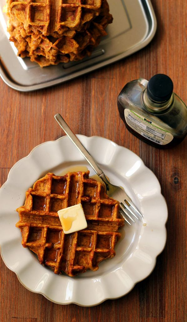 "<strong>Get the <a href=""http://joanne-eatswellwithothers.com/2014/10/brown-butter-pumpkin-chai-waffles.html"" target=""_blank"""