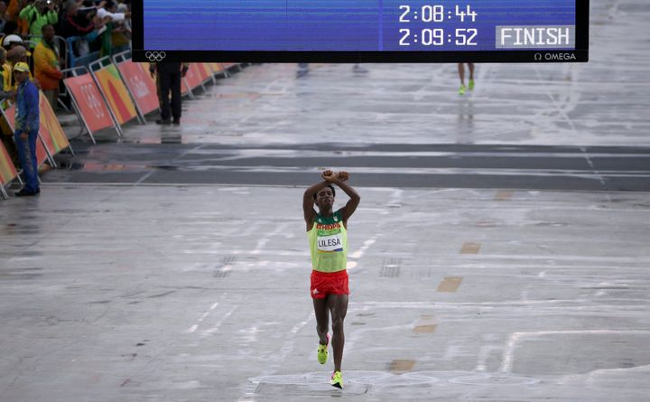 Lilesa runs to a silver-medal finish as he protests Ethiopia's repression of the Oromo people.