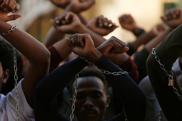 命がけの「抗議のバツ印」をしたエチオピアのマラソンランナー、1000万円を超える支援金が集まる