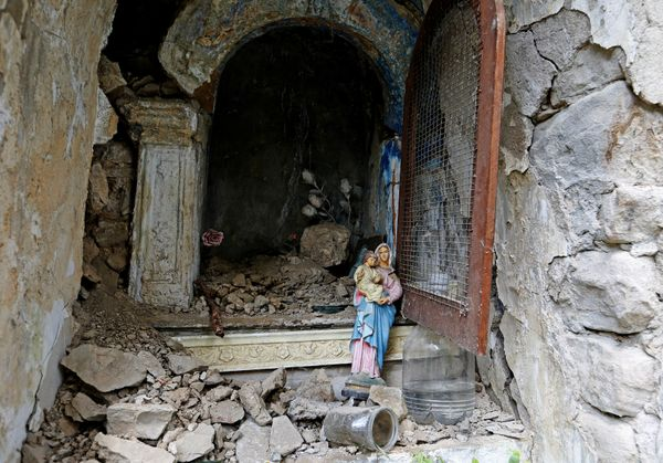 A statue of the Virgin Lady stands outside a destroyed niche inPescara del Tronto.