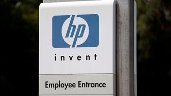 The entrance to a Hewlett-Packard Co. office complex is shown in Rancho Bernardo, California May 12, 2016.   REUTERS/Mike Blake/File Photo