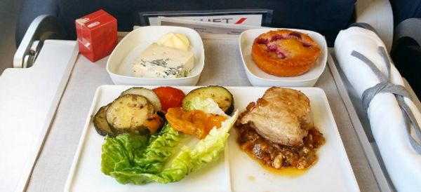 The Best And Worst In-Flight Food, Reviewed By A Man Who Travels 180,000km Per Year