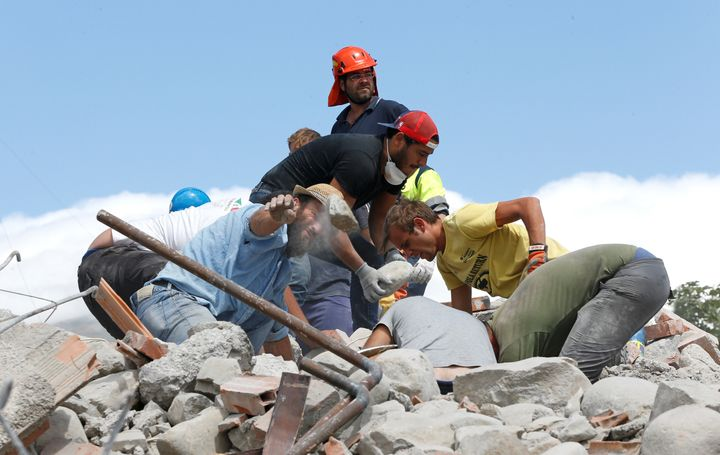 Rescuers work following an earthquake in Amatrice, central Italy August 24, 2016. Picture taken August 24, 2016. REUTERS/Ciro