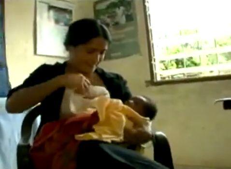 "<a href=""http://www.huffingtonpost.com/2009/02/10/salma-hayek-breastfeeds-a_n_165676.html"" target=""_hplink"">Salma Hayek breas"