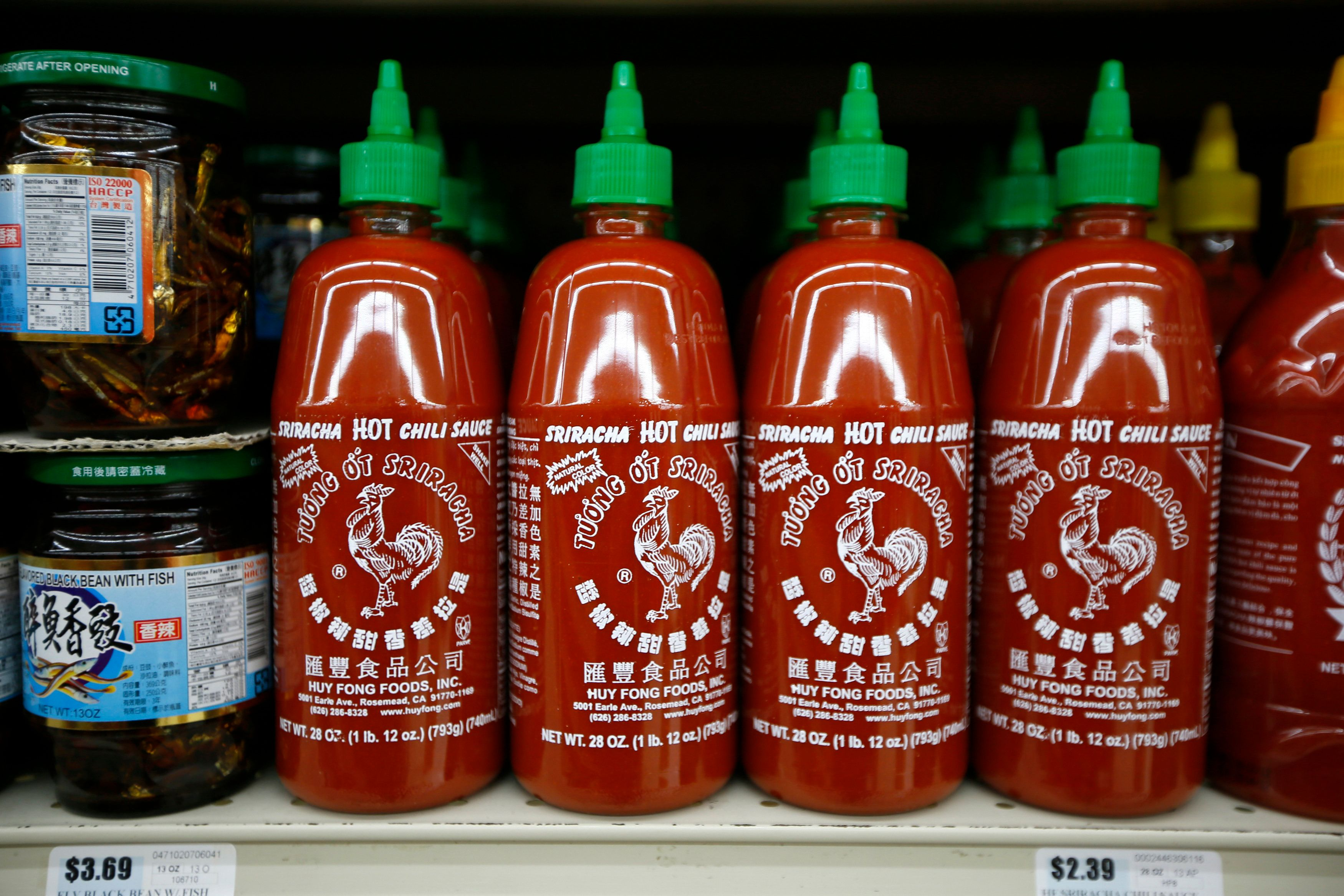 Bottles of Sriracha hot chili sauce, made by Huy Fong Foods, are seen on a supermarket shelf in San Gabriel, California October 30, 2013.  REUTERS/Lucy Nicholson (UNITED STATES - Tags: BUSINESS FOOD)