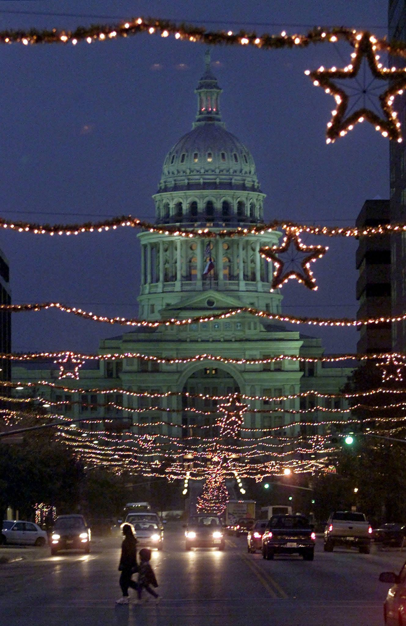 The Texas state capitol building is framed in Christmas lights in Austin, December 23, 2000. President-elect George W. Bush spent the day unwinding at his ranch in Crawford, Texas, after spending much of the week assembling nearly half of his Cabinet, despite a transition period cut short by the recount deadlock. REUTERS/Adrees A.  AAL/RCS