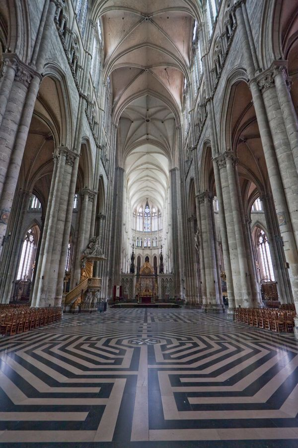 "This labyrinth was built into the nave of the <a href=""http://www.luc.edu/medieval/labyrinths/amiens.shtml"" target=""_blank"">A"