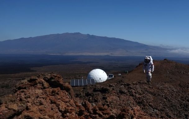 Mars simulation crew 'return to Earth' after one-year isolation