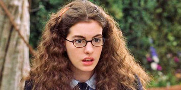 Anne Hathaway as Mia Thermopolis in&nbsp;<i>The Princess Diaries&nbsp;</i>before the Princess makeover!