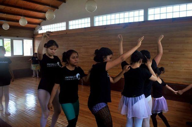 「ステージで踊れるなんて想像できなかった」視覚障害者の少女たちは、バレエで人生を豊かにしている