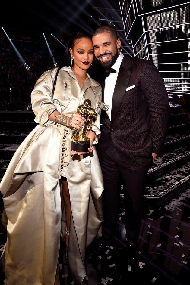 Drake presents Rihanna with her Video Vanguard