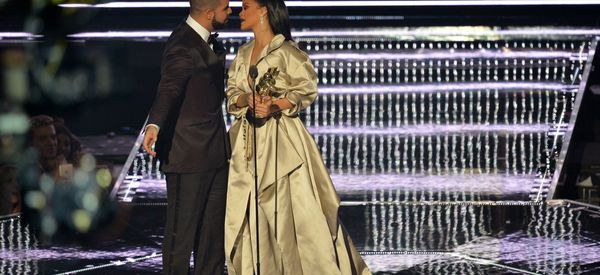 Drake Professes 'Love' For Rihanna In VMAs Speech