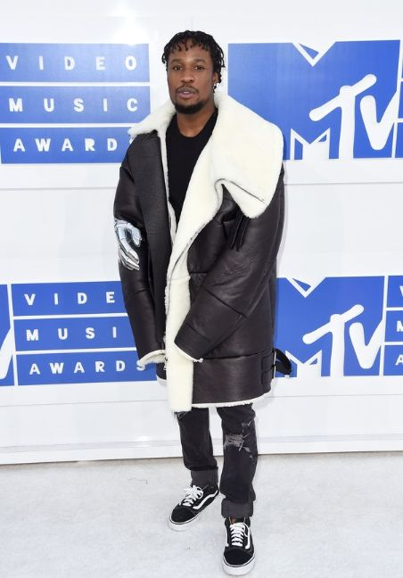 It might be insane to wear a big-ass shearling in 80-degree weather, but when you've got one this good, and it's the VMAs, you can't let it go to waste.