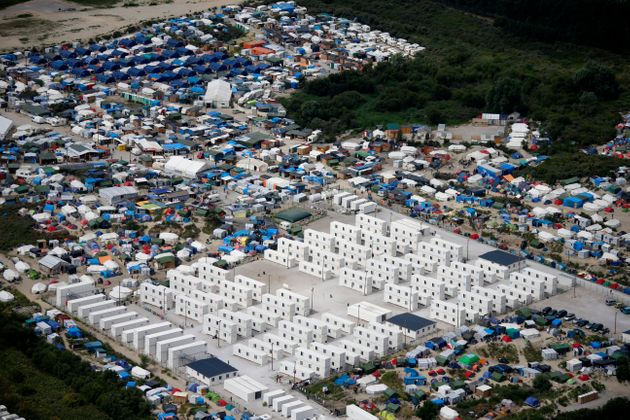 Migrants in Calais should be able to claim British asylum while in France, a senior French politicians...