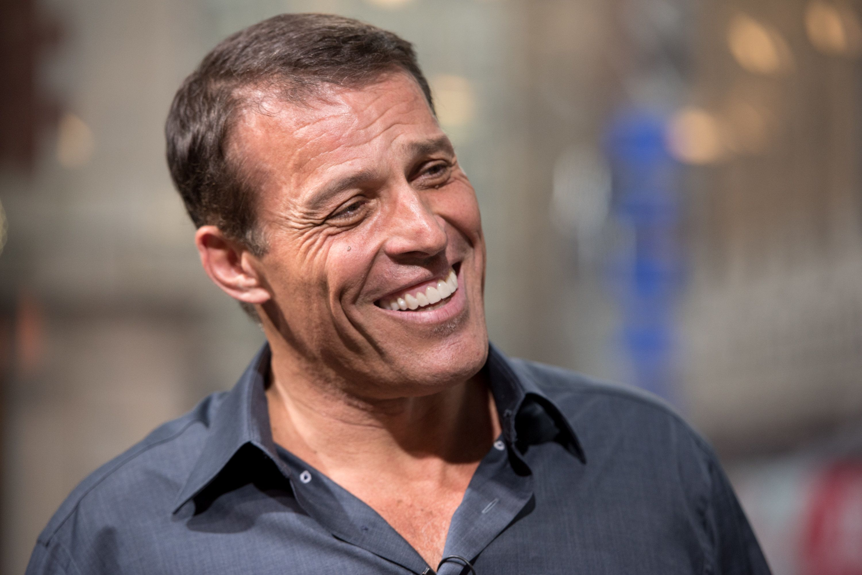 NEW YORK, NY - JULY 13:  Tony Robbins visits 'Extra' at H&M Times Square on July 13, 2016 in New York City.  (Photo by Noam Galai/Getty Images for Extra)