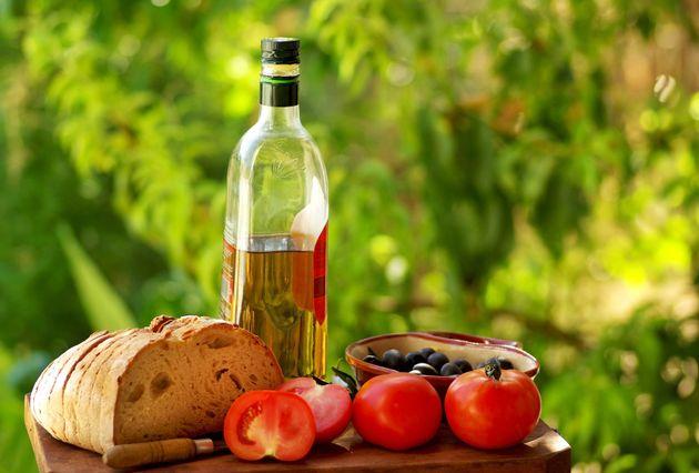 Mediterranean diet cuts death risk in heart patients