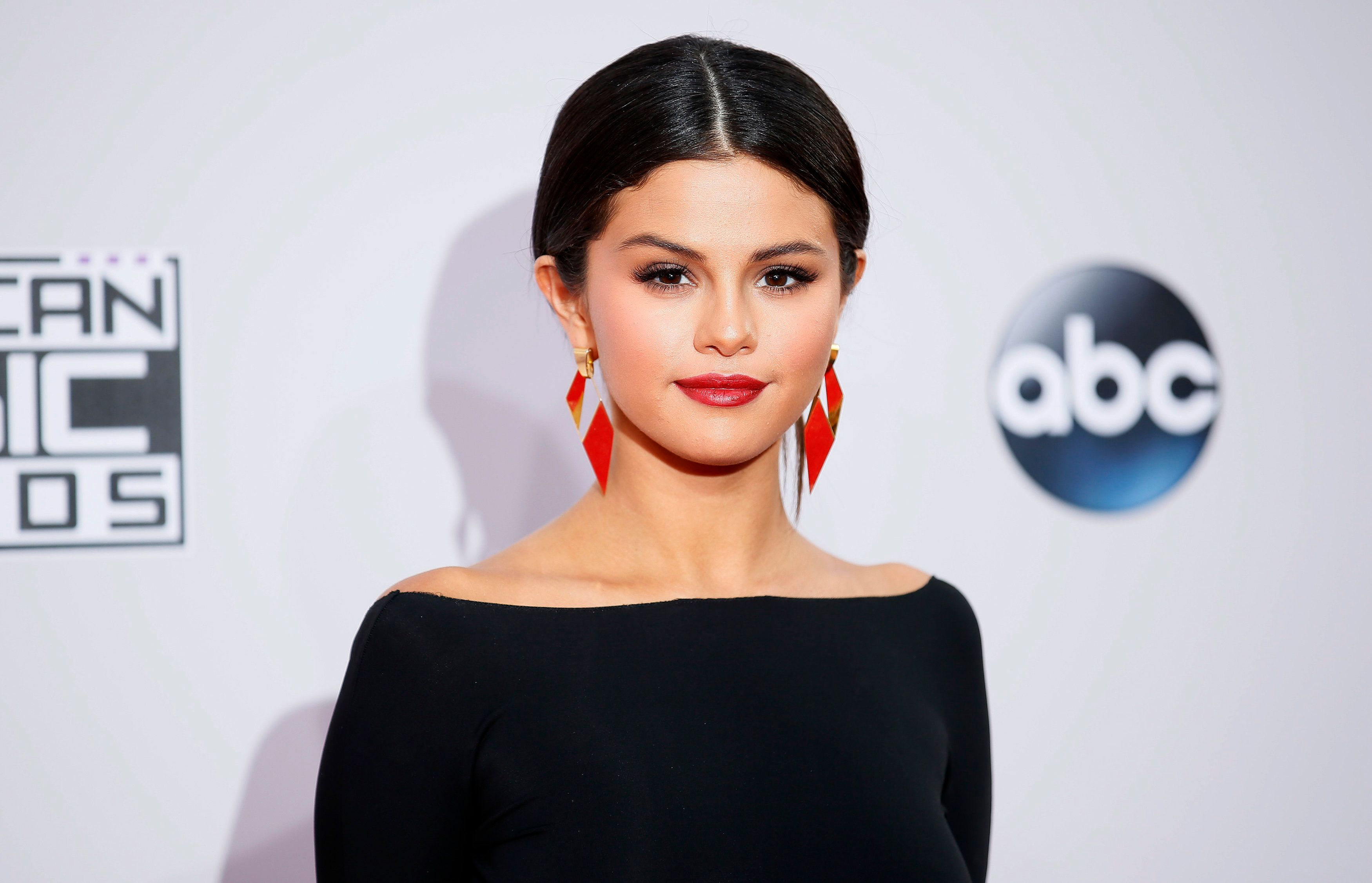 Selena Gomez's decision to take time off to deal with her health is something more people should do.
