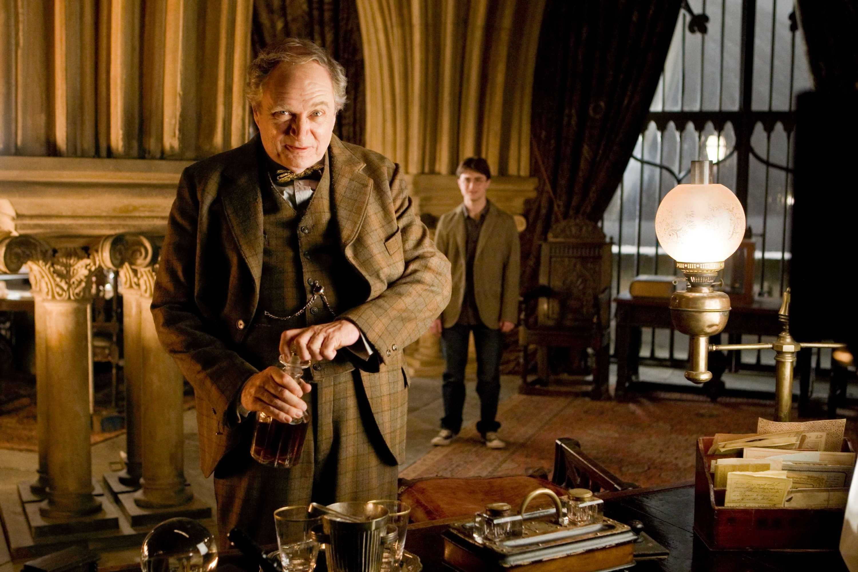 "(L-r, foreground) JIM BROADBENT as Professor Horace Slughorn and DANIEL RADCLIFFE as Harry Potter in Warner Bros. Pictures' fantasy ""Harry Potter and the Half-Blood Prince.�