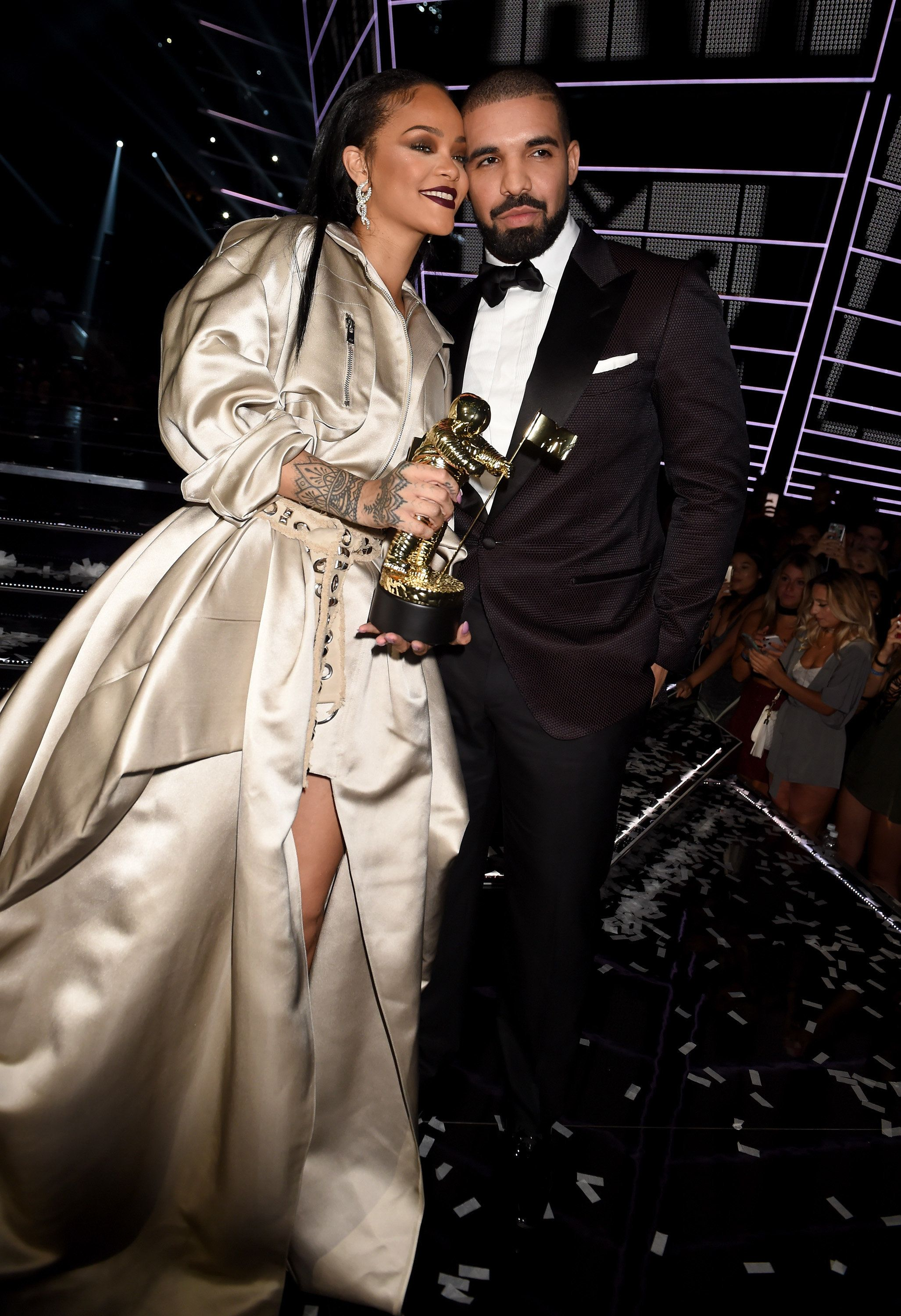 drake and rihanna dating confirmed Drake and rihanna's chemistry-laden relationship has always left fans wondering whether the 6 god and the barbadian beauty are more than just friends.