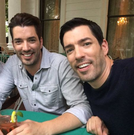 """Jonathan Scott (left) has nearly half a million followers on <a href=""""https://twitter.com/MrSilverScott"""" target=""""_blank"""" role=""""link"""" rel=""""nofollow"""" data-ylk=""""subsec:paragraph;itc:0;cpos:__RAPID_INDEX__;pos:__RAPID_SUBINDEX__;elm:context_link"""">Twitter</a>. He says the bedroom area should be """"all about you."""""""