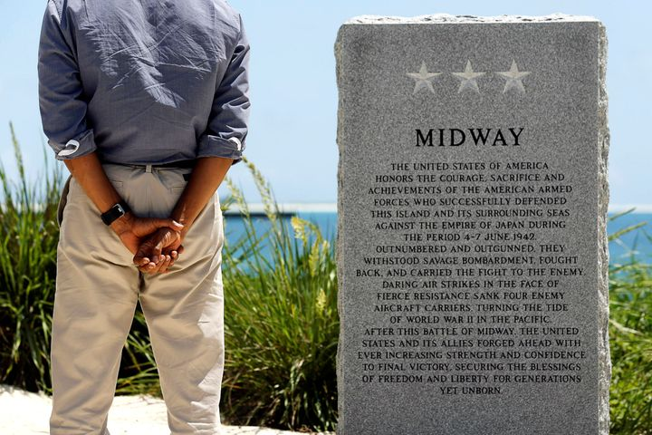 President Barack Obama pays his respects at a memorial to the Battle of Midway monument during a visit to the Papahanaumokuak