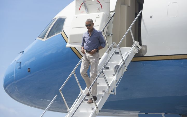 President Barack Obama disembarks from Air Force One upon arrival to tour Midway Atoll in the Papahanaumokuakea Marine Nation