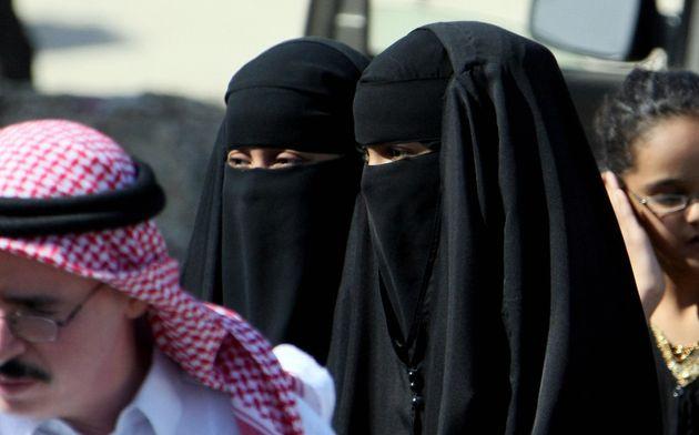 Saudi women wearing the head-to-toe Islamic