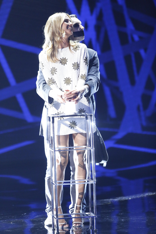 AMERICA'S GOT TALENT -- 'Live Show 1'  Episode: 1112 -- Pictured: (l-r) Heidi Klum, Tape Face -- (Photo by: Trae Patton/NBC/NBCU Photo Bank via Getty Images)