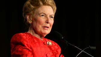 "Phyllis Schlafly, president of Eagle Forum, addresses the Family Research Council ""Values Voter Summit"" in Washington, October 19, 2007. REUTERS/Hyungwon Kang (UNITED STATES)"