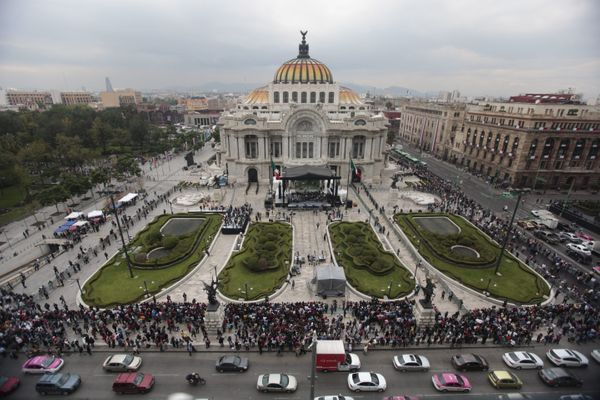 Fans wait for the ashes of Mexican singer-songwriter Juan Gabriel to arrive at the Fine Arts Palace on Sept. 5.