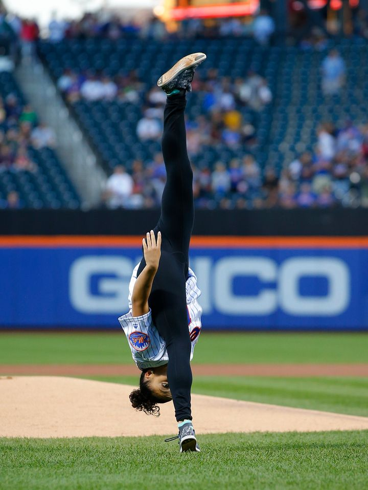 laurie hernandez s first pitch at a mets game was flippin awesome