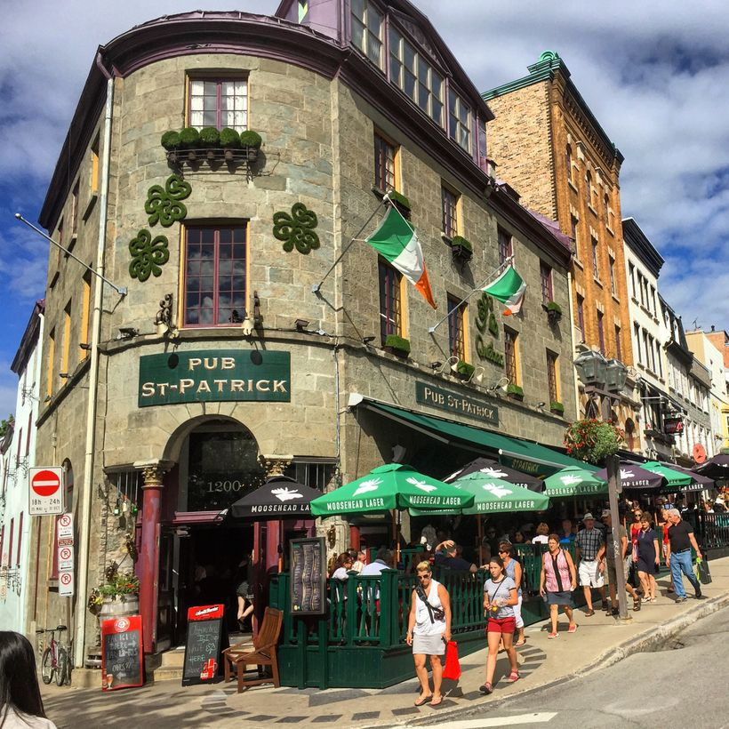 Pub St-Patrick on Rue Saint-Jean has live music and Canadian folk singers.