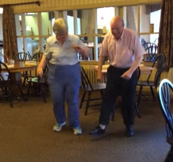 Elderly Couple Light Up The Dance Floor To 'Uptown