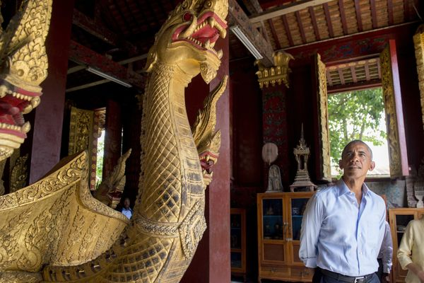 Obama tours the Wat Xieng Thong Buddhist Temple.