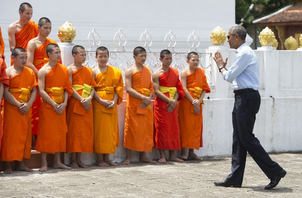 Obama greets monks as he tours the Wat Xieng Thong Buddhist Temple.