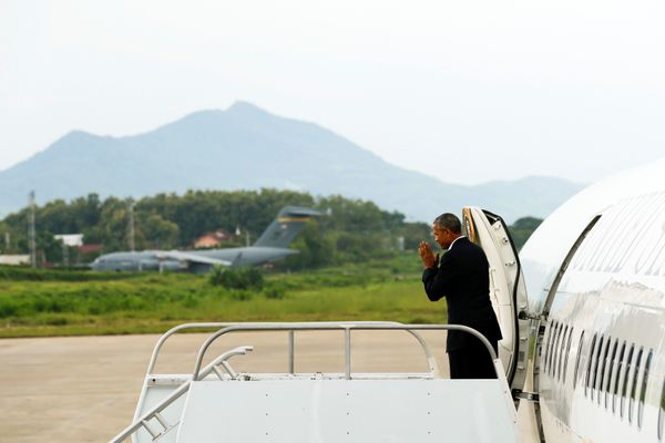 Obama turns to bow as he boards Air Force One after a day trip to Luang Prabang.