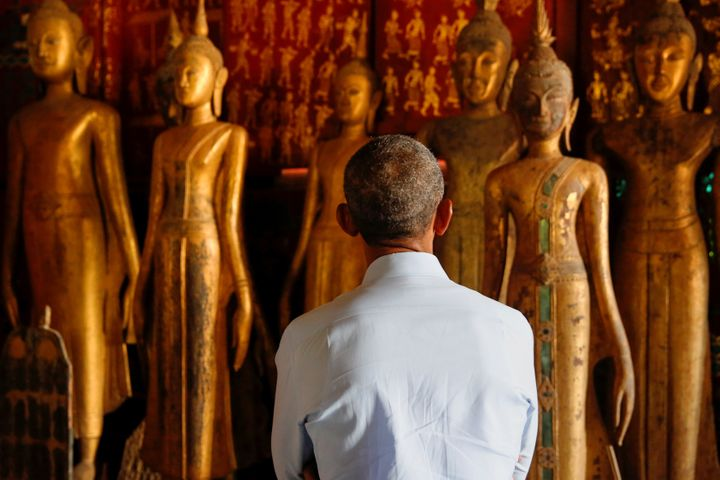 President Barack Obama visits the Wat Xieng Thong Buddhist temple.