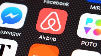 LONDON, ENGLAND - AUGUST 03:  The Airbnb app logo is displayed on an iPhone on August 3, 2016 in London, England.  (Photo by Carl Court/Getty Images)