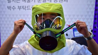 A South Korean man wears a gas mask as he takes shelter during a civil defence drill against possible attacks by North Korea in Seoul on August 24, 2016. South Korea and the United States kicked off large-scale military exercises on August 22, triggering condemnation and threats of a pre-emptive nuclear strike from North Korea. / AFP / JUNG YEON-JE        (Photo credit should read JUNG YEON-JE/AFP/Getty Images)