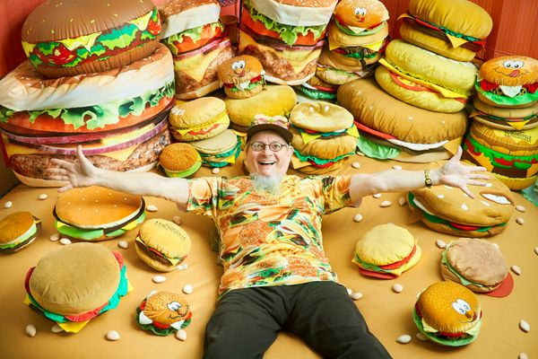 The largest collection of hamburger related items belongs to Harry Sperl (a.k.a. Hamburger Harry) of  Germany. It consis