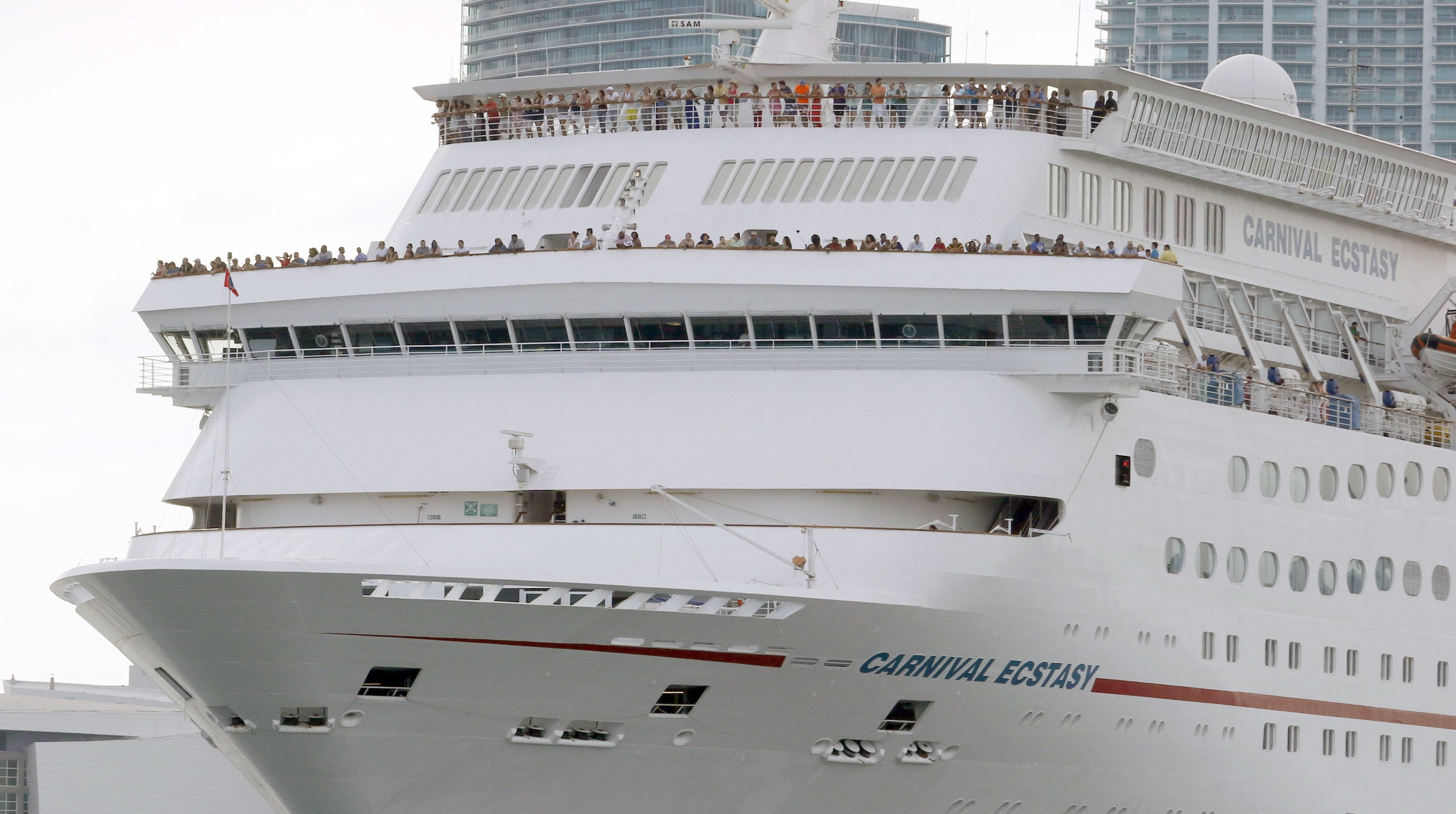 The Carnival cruise ship Ecstasy leaves the port in Miami, Florida, September 18, 2015. The United States on Friday issued regulations easing restrictions on American companies seeking to do business in Cuba and opening up travel in the latest action to weaken the U.S. trade embargo amid warming relations with the Communist country. REUTERS/Joe Skipper