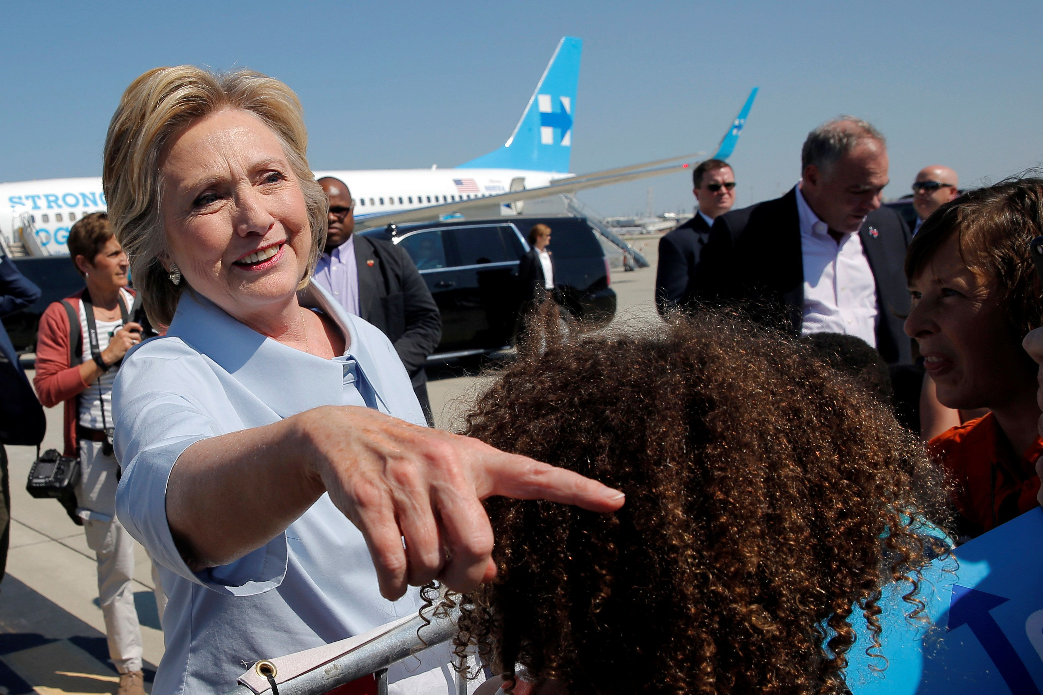 U.S. Democratic presidential nominee Hillary Clinton greets well-wishers as she arrives in Cleveland, Ohio, U.S., September 5, 2016. REUTERS/Brian Snyder