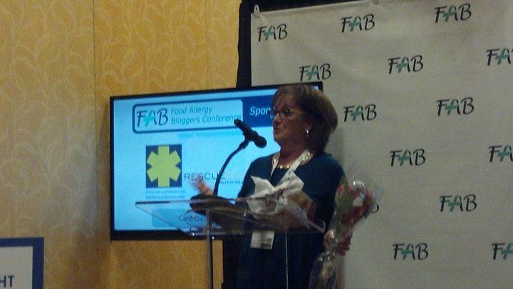 Senator Smith speaking at Fablogcon