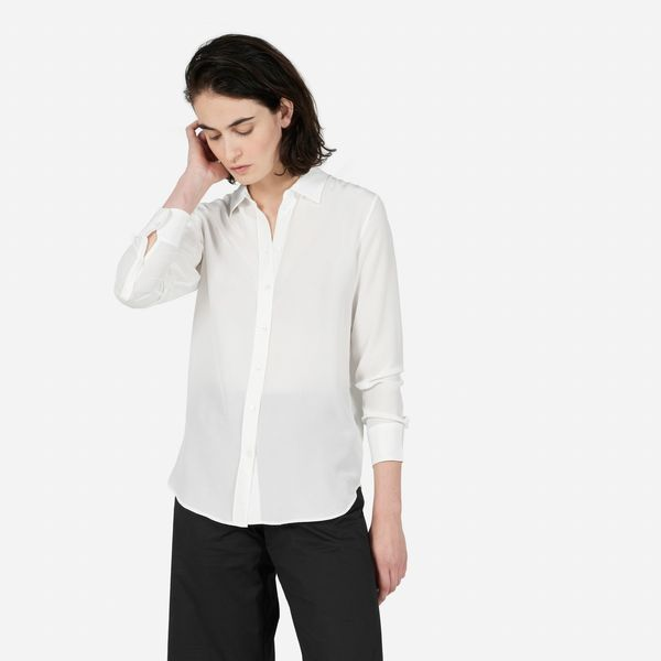 """<a href=""""https://www.everlane.com/collections/womens-tops/products/womens-relaxed-silk-shirt-white"""" target=""""_blank"""">Everlane<"""