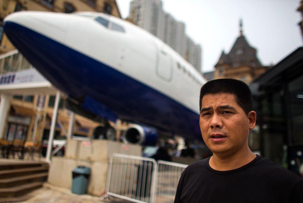 Owner Li Yangstands under hisairplane restaurant.
