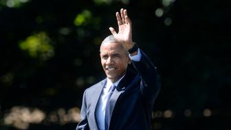 US President Barack Obama waves as he walks across the South Lawn to board Marine One as he departs the White House, September 13 2016, in Washington, DC.  President Obama is traveling to Philadelphia, Pennsylvania to attend a Hillary for America campaign event.  / AFP / Olivier Douliery        (Photo credit should read OLIVIER DOULIERY/AFP/Getty Images)