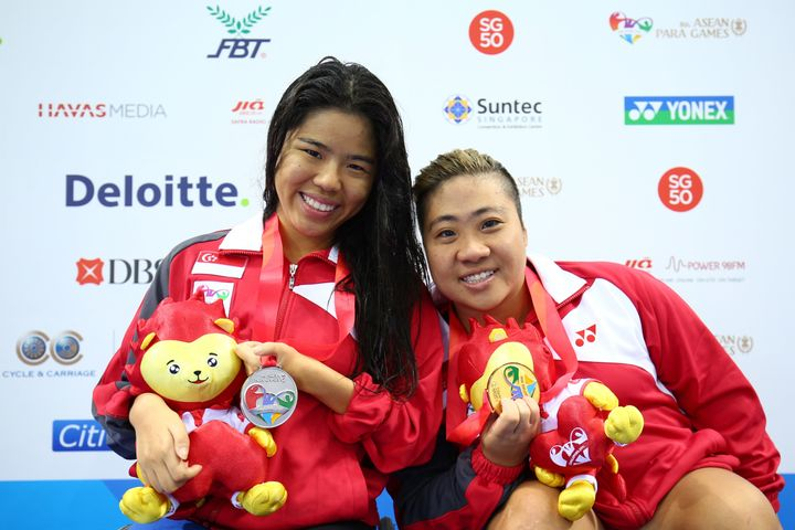 Yip Pin Xiu (left) and Theresa Goh pose after winning medals at ASEAN Para Games in 2015.